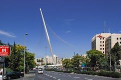 Jerozolima most sznurki na niebieskiego nieba tle obraz stock