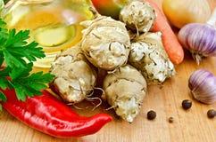 Jerozolimscy karczochy z warzywami i olejem Zdjęcie Stock