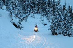 Jerremy en rastro de la moto de nieve Imagenes de archivo