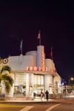 Jerrys beroemde Delicatessenwinkel bij nacht in SoBe stock foto