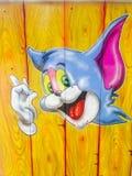 Jerrys Porträt (von Tom- u. Jerry-Karikaturen) auf einem hölzernen Hintergrund Stockbild