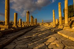 Jersah Jordânia, Roman Historical Site antigo foto de stock