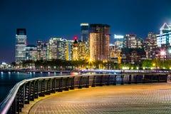 Jersey City horisont vid natt arkivbilder