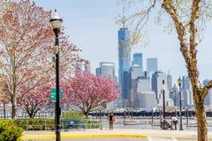 JERSEY CITY, NEW-JERSEY, USA - 22. MÄRZ 2018: Im Stadtzentrum gelegene Ansicht Manhattan genommener fron New-Jersey Seite über Hu lizenzfreie stockfotos