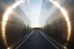 Jersey City, NJ/США - 17-ое июня 2018 - 9/11 мемориальных пустых неб в Jersey City во время солнечного дня с Солнцем излучает стоковое фото