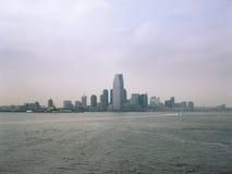 Jersey City på en molnig dag Arkivfoton