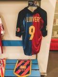 Jersey de Barcelona de Patrick Kluivert en el estadio de Málaga imágenes de archivo libres de regalías