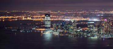 Jersey-Nachtpanorama von New York City Stockbild