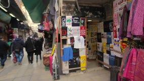 JERUSALÉM, ISRAEL - 10 DE FEVEREIRO DE 2015: Mercado árabe na cidade velha do Jerusalém video estoque