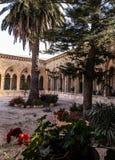 JERUSALÉM, ISRAEL - 13 DE JULHO DE 2015: O corredor gótico do vestíbulo na igreja de Pater Noster no Monte das Oliveiras Fotografia de Stock