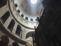 Jerusalém, Israel - 21 de junho de 2015: Interior do sepulcro santamente Imagens de Stock Royalty Free
