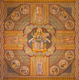 Jerusalém - Jesus o Pantokrator e o apóstolo Pintura no teto da igreja luterana evangélica da ascensão Foto de Stock