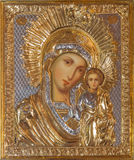 Jerusalém - o ícone de Madonna na igreja ortodoxa do russo de Mary santamente de Magdalene por artista desconhecido no Monte das  Fotografia de Stock
