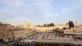 Jerusalém, parede ocidental e abóbada da rocha, bandeira de Israel, plano geral video estoque