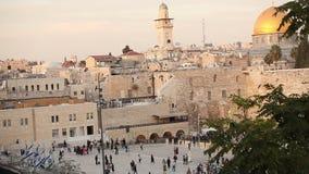 Jerusalém, parede ocidental e abóbada da rocha, bandeira de Israel, plano geral vídeos de arquivo