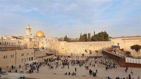 Jerusalém, parede ocidental e abóbada da rocha, bandeira de Israel, plano geral, timelapse video estoque