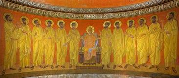 Jerusalén - de Virgen María entre los apóstoles en el ábside de la cripta de la abadía de Dormition Imágenes de archivo libres de regalías