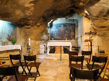JERUSALÉN, ISRAEL - 13 DE JULIO DE 2015: Vista interior de la gruta de Gethsemane Fotos de archivo