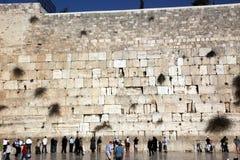 JERUSALÉN, ISRAEL People en la pared que se lamenta donde Foto de archivo