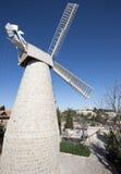 Jerusalén - la estructura del molino de viento de Montefiore en el año 1857 y la abadía de Dormition Fotografía de archivo