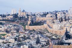 Jerusalem - Aussicht vom Ölberg zu Dormitions-Abtei und von den Südstadtteilswänden in der Morgendämmerung Lizenzfreie Stockbilder