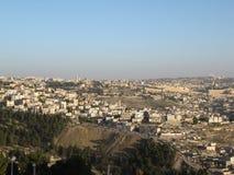 jerusalem Cityscapebild av Jerusalem, Israel med kupolen av vagga på soluppgång royaltyfria bilder