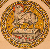 Jerusalem - das Lamm des Gottes Mosiaic auf dem Seitenaltar der evangelischen lutherischen Kirche der Besteigung Lizenzfreie Stockfotografie