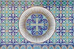 Jerusalem - das mit Ziegeln gedeckte armenische Kreuz im Vestibül von Kathedrale St. James Armenian vom Ende von 19 cent Lizenzfreies Stockfoto