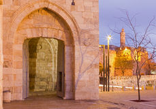 Jerusalem - der Turm von David und Westteil von den alten Stadtmauern an der Dämmerung Stockfoto
