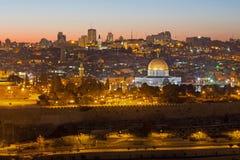 Jerusalem - die Aussicht vom Ölberg zur alten Stadt an der Dämmerung Stockfotos