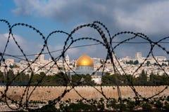 Jerusalem durch Rasiermesser-Draht Lizenzfreies Stockbild