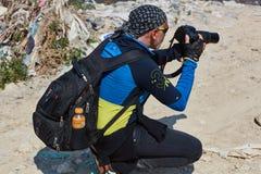 Jerusalem - 10 04 2017: En fotograf i mountaisna nära Jeru Royaltyfria Foton