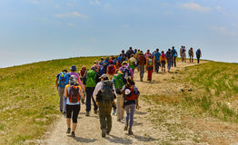 Jerusalem - 10 04 2017: Gruppe von Personenen-Trekking in den mountais Lizenzfreies Stockbild