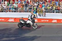 JERUSALEM/ISRAEL - 13-ОЕ ИЮНЯ 2013:  Гонщик мотоцикла Криса Pfeiffer известный, известный для его эффектных выступлений. Стоковые Фотографии RF