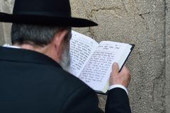 JERUSALEM, ISRAEL - APRIL 2017: Jewish hasidic pray a the Weste. Rn Wall, Wailing Wall the Place of Weeping is an ancient limestone wall in the Old City of stock photography