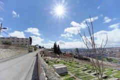 Jerusalem, Israel - 15. Februar 2017 Ansicht der alten Stadt von der Spitze des Ölbergs Alter jüdischer Kirchhof Stockbild