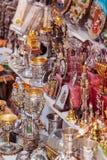 JERUSALEM ISRAEL - FEBRUARI 16, 2013: Souvenir shoppar på stren Arkivbilder