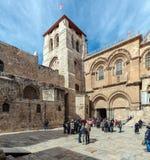 JERUSALEM ISRAEL - FEBRUARI 15, 2013: Tung trafik av turister Arkivfoton