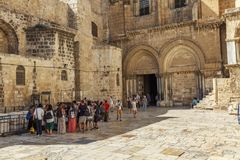Jerusalem, Israel, 09/11/2016: A group of tourists at the entrance to the temple of the Holy Sepulcher in Jerusalem stock image