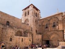 JERUSALEM ISRAEL - JULI 13, 2015: Folk på ingången till Arkivfoto