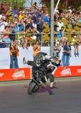JERUSALEM/ISRAEL - 13 JUNI 2013:  Chris Pfeiffer berömd motorcykeltävlingsförare som är berömd för hans jippon. Arkivbild