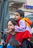JERUSALEM, ISRAEL - 15. MÄRZ 2006: Purim-Karneval, Leute passen die Show auf Stockfoto