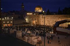 People at the western wall at sabbath evening stock photography