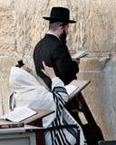 JERUSALEM ISRAEL - OKTOBER 31, 2014: Ett oidentifierat Hasidic J Arkivfoton