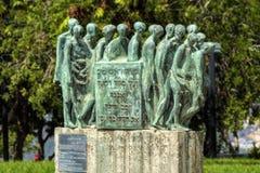 Jerusalem Israel, 14 september 2017 Yad-Vashem museum, skulpturträdgård, Skulptur av Hubertus von Pelgrim namngav Dachauer Todesm arkivfoto