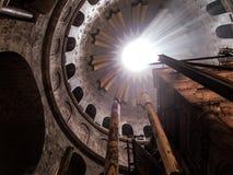 JERUSALEM - Juli 13: Grekiskt kapell av kyrkan av den heliga griften Fotografering för Bildbyråer