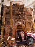 JERUSALEM - Juli 13: Grekiskt kapell av kyrkan av heliga Sepulchr Royaltyfria Bilder
