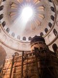 JERUSALEM - Juli 13: Grekiskt kapell av kyrkan av heliga Sepulchr Royaltyfri Fotografi