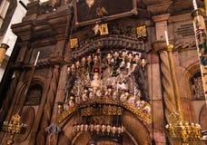 JERUSALEM - Juli 13: Grekiskt kapell av kyrkan av heliga Sepulchr Arkivfoton