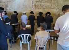 JERUSALEM - Juli 15: Jewish prayers and pilgrims beside Western Royalty Free Stock Image